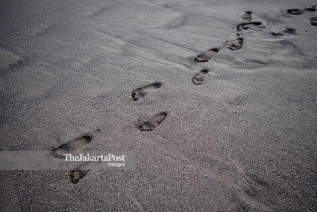 Foot prints at Canggu Beach