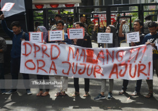 Aksi Anti Korupsi Pelantikan DPRD Baru