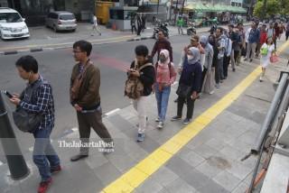 Antri Menunggu MetroTrans