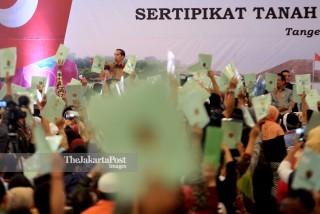 President Joko Widodo distribute land Certificate to resident of South Tangerang and Tangerang Regency at ICE BSD, Banten