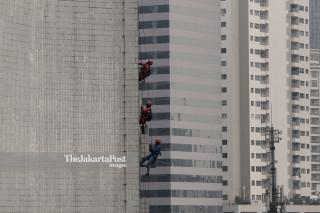 Bersihkan Perkantoran Jakarta