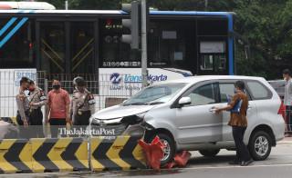 Tabrak Separator Busway