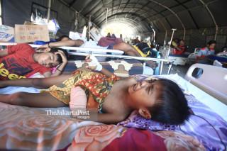 Seorang anak menahan sakit di Rumah Sakit Undata Palu Sulawesi Tengah