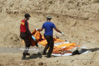 Pemakaman korban gempa dan tsunami di Tempat Pemakaman Umum Paboya Indah Palu Sulawesi Tengah