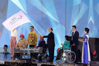 Closing Asian Para Games 2018_Penyerahan Bendera Asian Paralympic Commitee