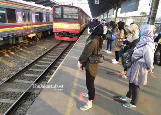 Commuter Line di Stasiun Bekasi