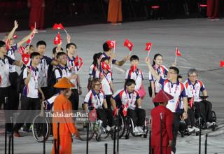 -Defile Atlet Hong Kong dalam Upacara Pembukaan Asian Para Games 2018
