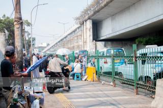 Pedagang Kaki Lima di Sepanjang Trotoar Tanah Abang