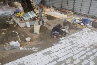 Revitalisasi Trotoar Banjir Kanal Barat