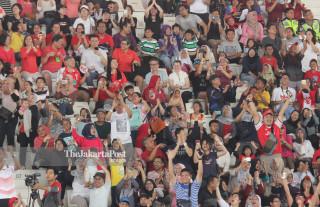 -Antusias penononton di venue renang Asian Para Games 2018