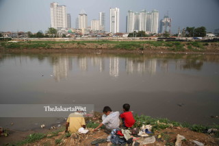 Suasana Kanal banjir Barat Jakarta