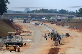 Workers finish the construction of The Jakarta Outer Ring Road II