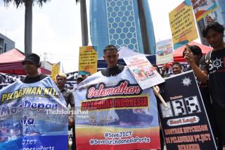 Aksi Pekerja Pelabuhan