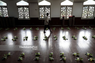 IDN: Baiturrahman Grand mosque.