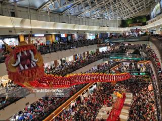Pengunjung Mall saat Tahun Baru Cina