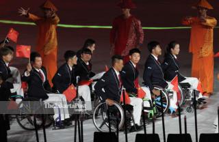 -Defile Atlet China dalam Upacara Pembukaan Asian Para Games 2018