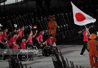 -Defile Atlet Jepang dalam Upacara Pembukaan Asian Para Games 2018