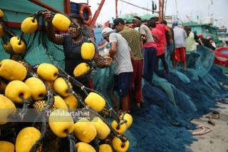 Penangkap Ikan di Muara Baru, Penjaringan - Jakarta Utara