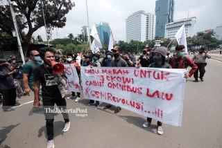 Aksi BEM SI Tolak Omnibus Law