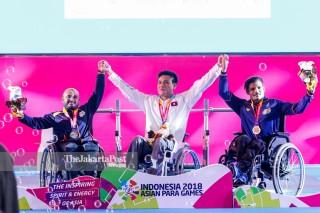 -Upacara Penyerahan Medali Angkat Besi Putra 49kg