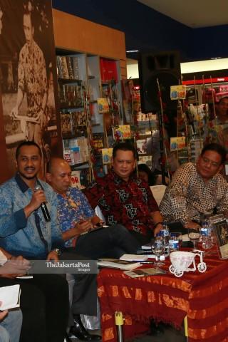 """File: Peluncuran Buku """"Hoegeng Polisi dan Menteri Teladan"""" karya Suhartono"""