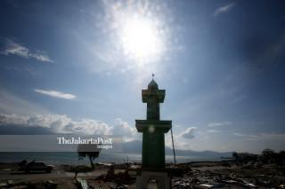 Menara Masjid masih berdiri akibat gempa dan tsunami di Kawasan Mamboro Palu Sulawesi Tengah