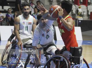Basket kursi roda putra Iraq melawan Cina