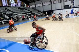 Para pemain tim basket kursi roda China berlatih