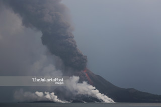 FILE; Krakatoa eruption