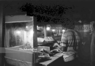 FILE : Penjual Kue Putu (1984)