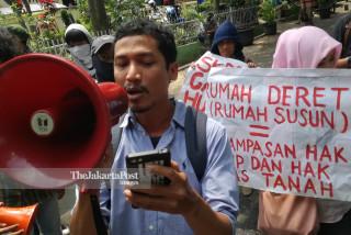 File: Aksi Warga Tolak Rumah Deret Taman Sari