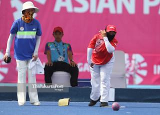 Turiyah melawan Kong Mei Yi Tang dalam Lawn Bowl