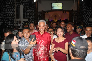 Ganjar Pranowo visits Semarang Cathedral church