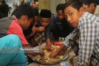 Tradisi Megibung