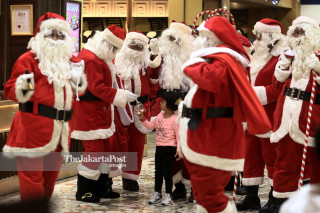 Santa Claus is coming to shopping mall