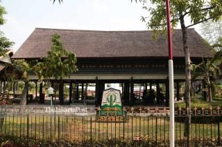Rumah adat Nanggroe Aceh Darussalam, Krong Bade  di Taman Mini Indonesia Indah (TMII) Jakarta