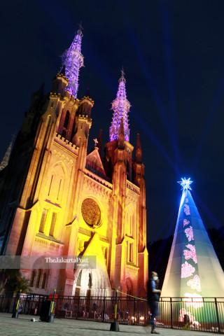 Pertunjukkan Lampu Gereja Katedral