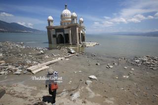Masjid Arqam Baburahman atau Masjid Apung di Patai Talise Palu Sulawesi Tengah