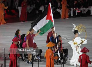 -Defile Atlet Jordan dalam Upacara Pembukaan Asian Para Games 2018