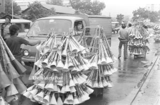 FILE : Penjual Terompet (1984)