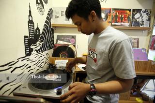 File: Kios Penjualan Piringan Hitam dan Records