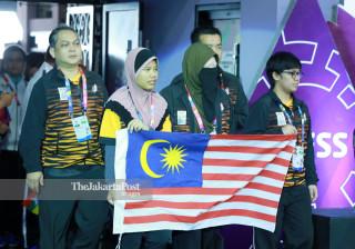 Kontingen atlit catur Malaysia memasuki ruang pertandingan babak penyisihan catur  di  ajang Indonesia Asian Para Games 2018, di Cempaka Putih Sports Hall Jakarta, Minggu (7/10/2018). INAPGOC/Setiyo Sc/18