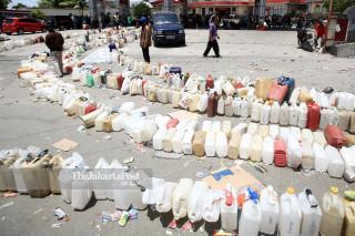 Antrean BBM di SPBU Jalan Maluku Palu Sulawesi Tengah