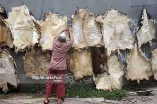 Drum leather craftsman