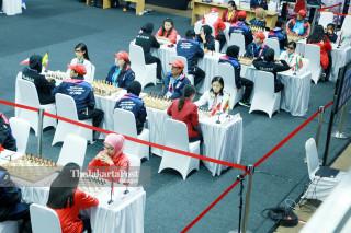 Suasana pertandingan babak penyisihan catur  di   Indonesia Asian Para Games 2018