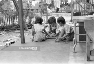 FILE : Anak-anak Bermain (1984)