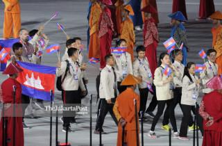 -Defile Atlet Cambodia dalam Upacara Pembukaan Asian Para Games 2018