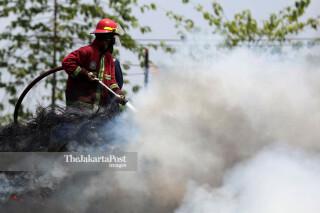 Kebakaran Ban Bekas