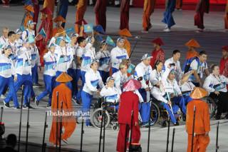 -Defile Atlet Kazakhstan dalam Upacara Pembukaan Asian Para Games 2018