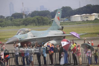 File: Pesawat F16 Fighting Falcon